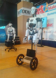 Des robots en démonstration lors de la deuxième édition de la Maker Faire, à Paris.