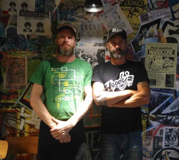 Cedrick et Sam, gérants du Woody'z, à Fréjus