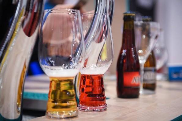 Séance de dégustation au salon Planète Bière