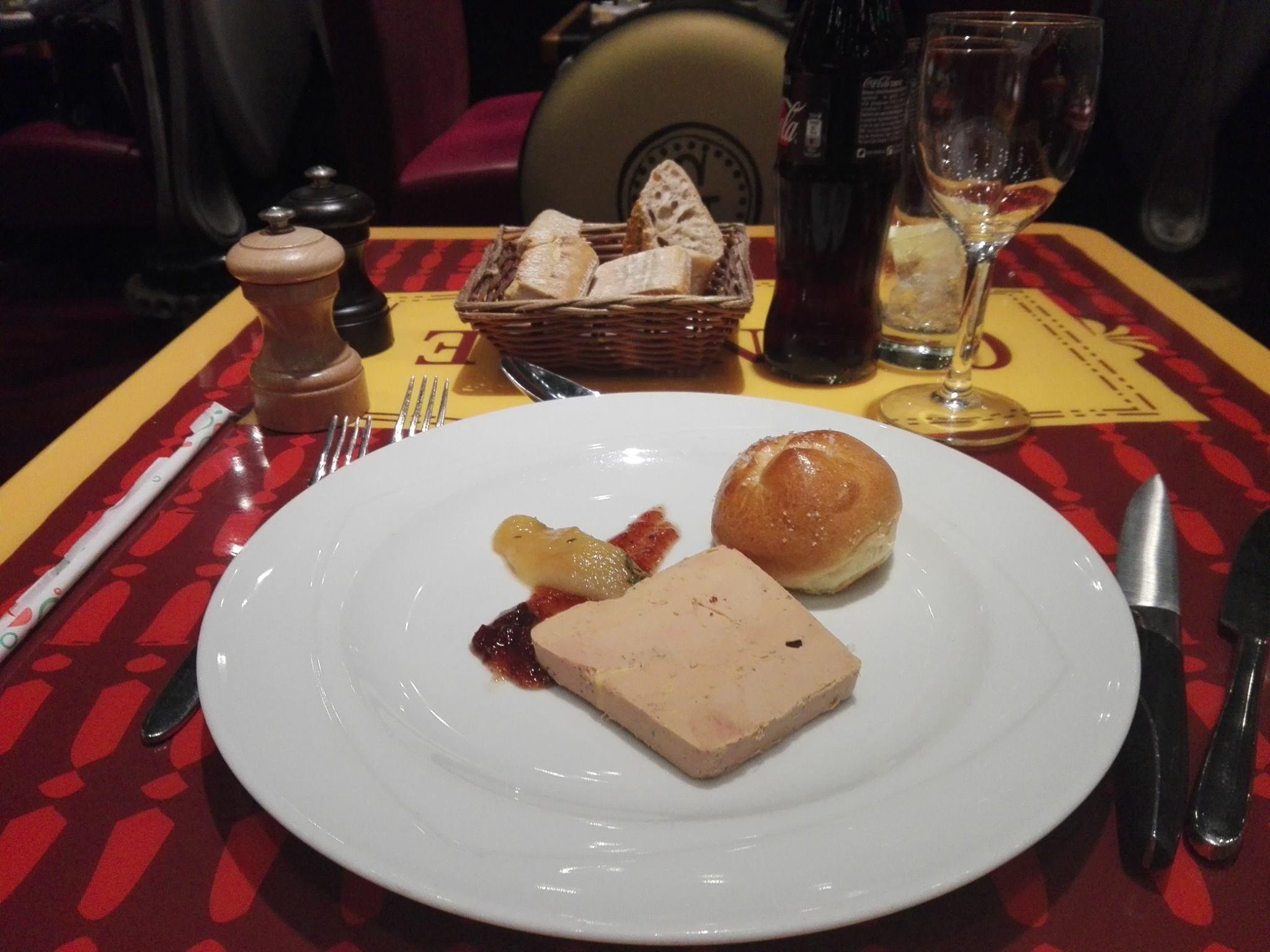 Foie gras de canard, confiture de figue violette, brioche à la fleur de sel