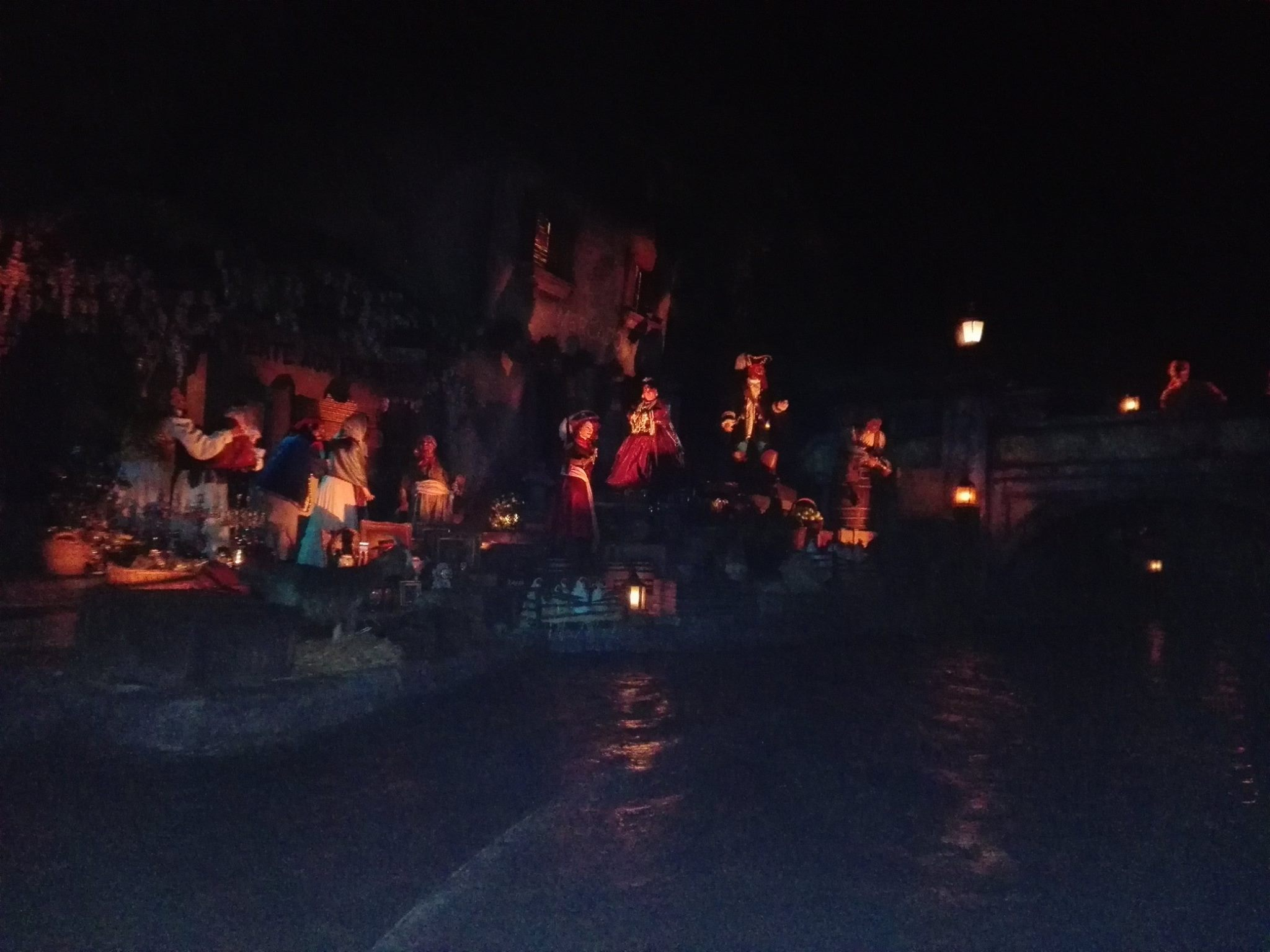 Scènes au village - Pirates des Caraïbes - Disneyland Paris