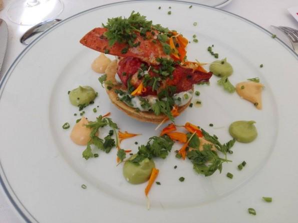 Demi-homard breton rôti aux feuilles de vigne