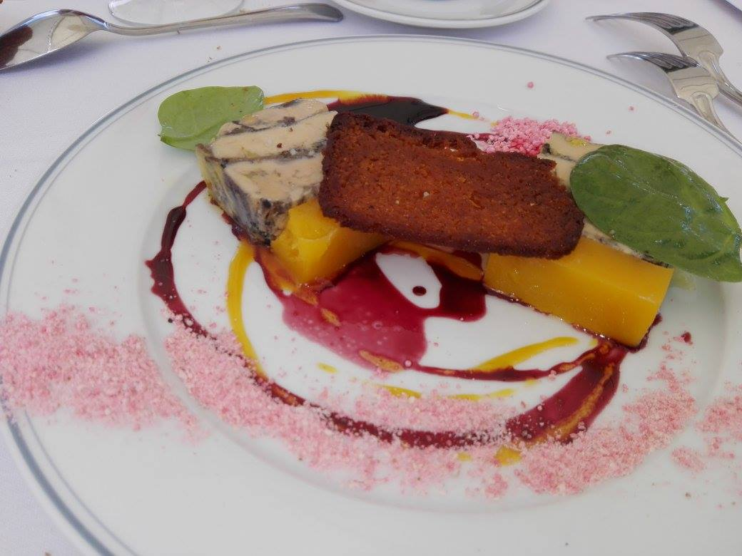 Pressé de foie gras et truffe d'été cuit au champagne