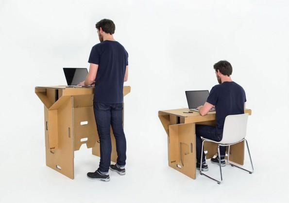 Au bureau, assis ou debout