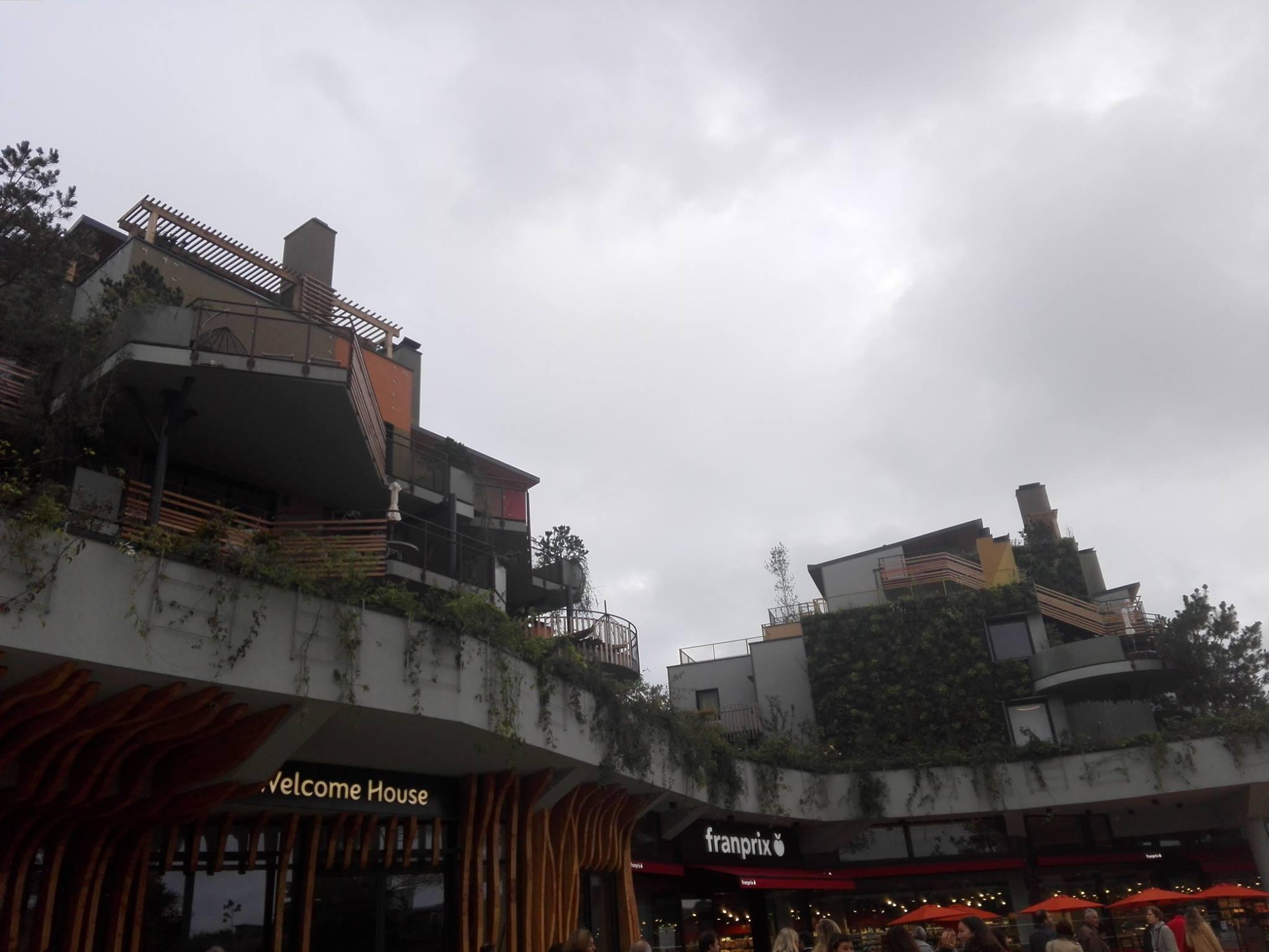 Promenade du lac : commerces et logements - Villages Nature Paris