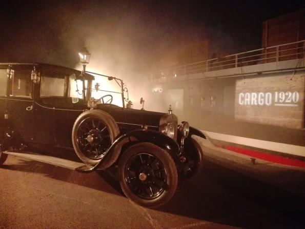 Au pied du Cargo 1920, première étape du relancement de J&B, fin septembre à Paris.