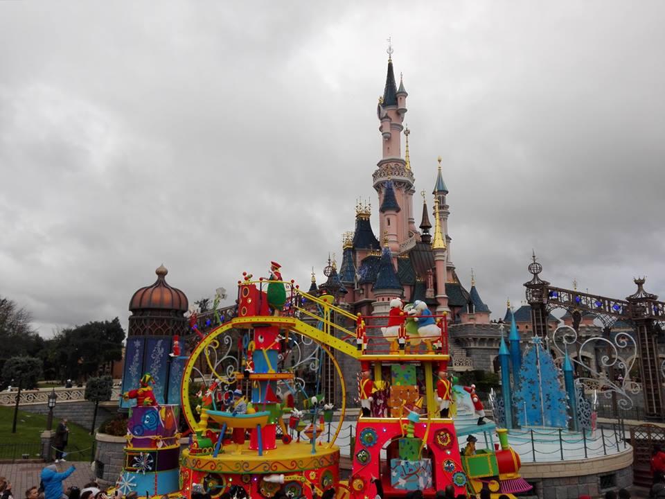 La parade de Noël de Disneyland Paris - 2017
