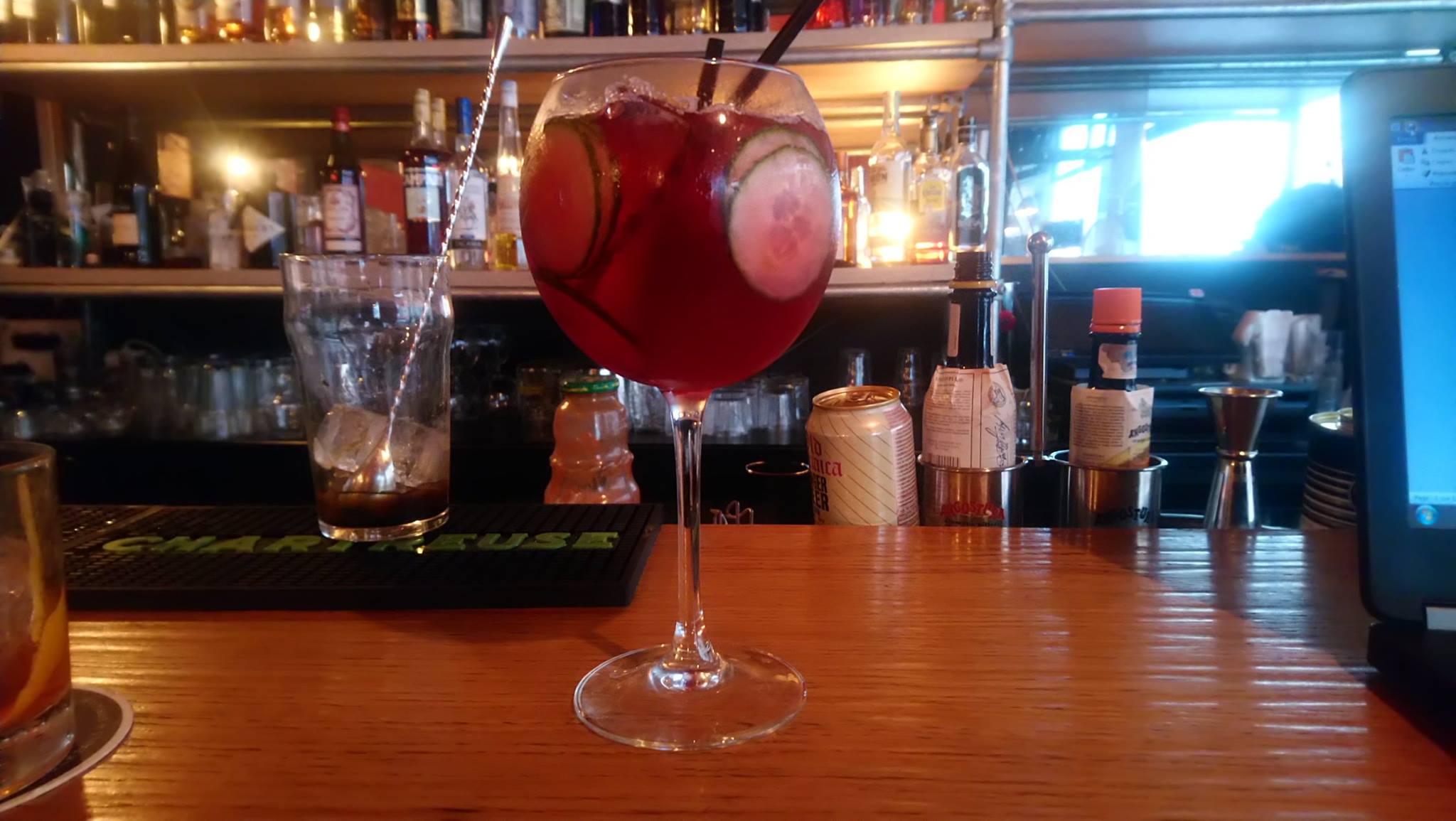 Liqueur de framboise, concombre, cranberry, gin