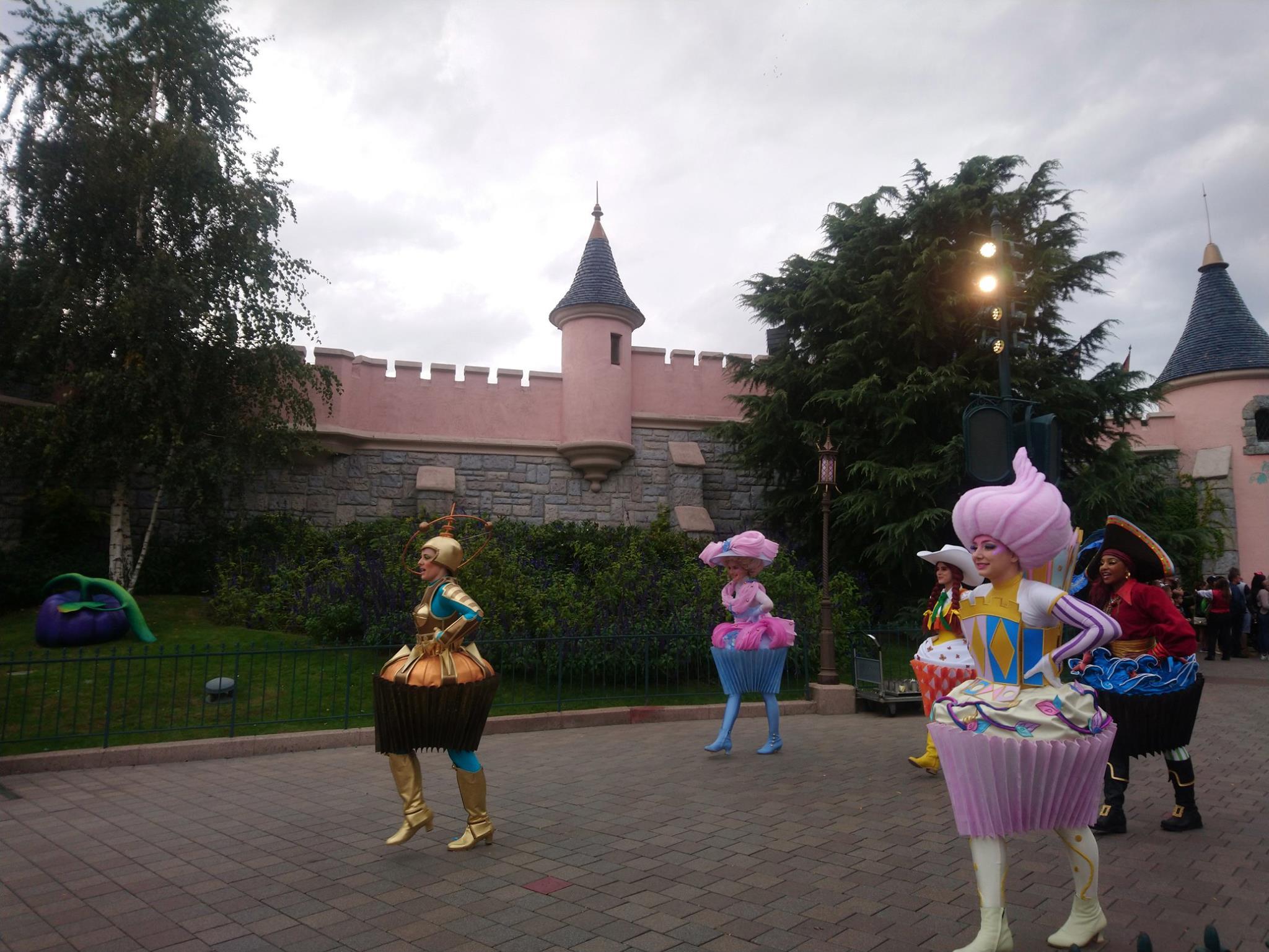 Pré-parade La fête d'anniversaire sucrée de Mickey - Disneyland Paris