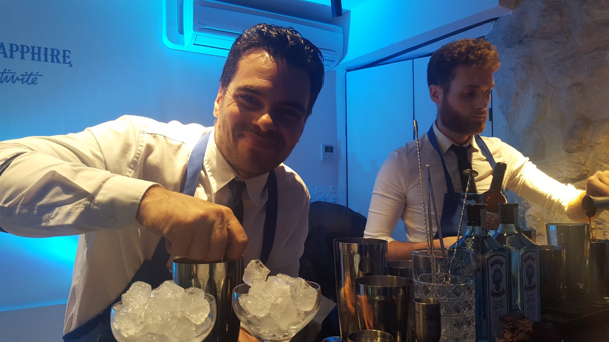 Gin Bombay Sapphire - Bartenders - Canvas Bar Paris