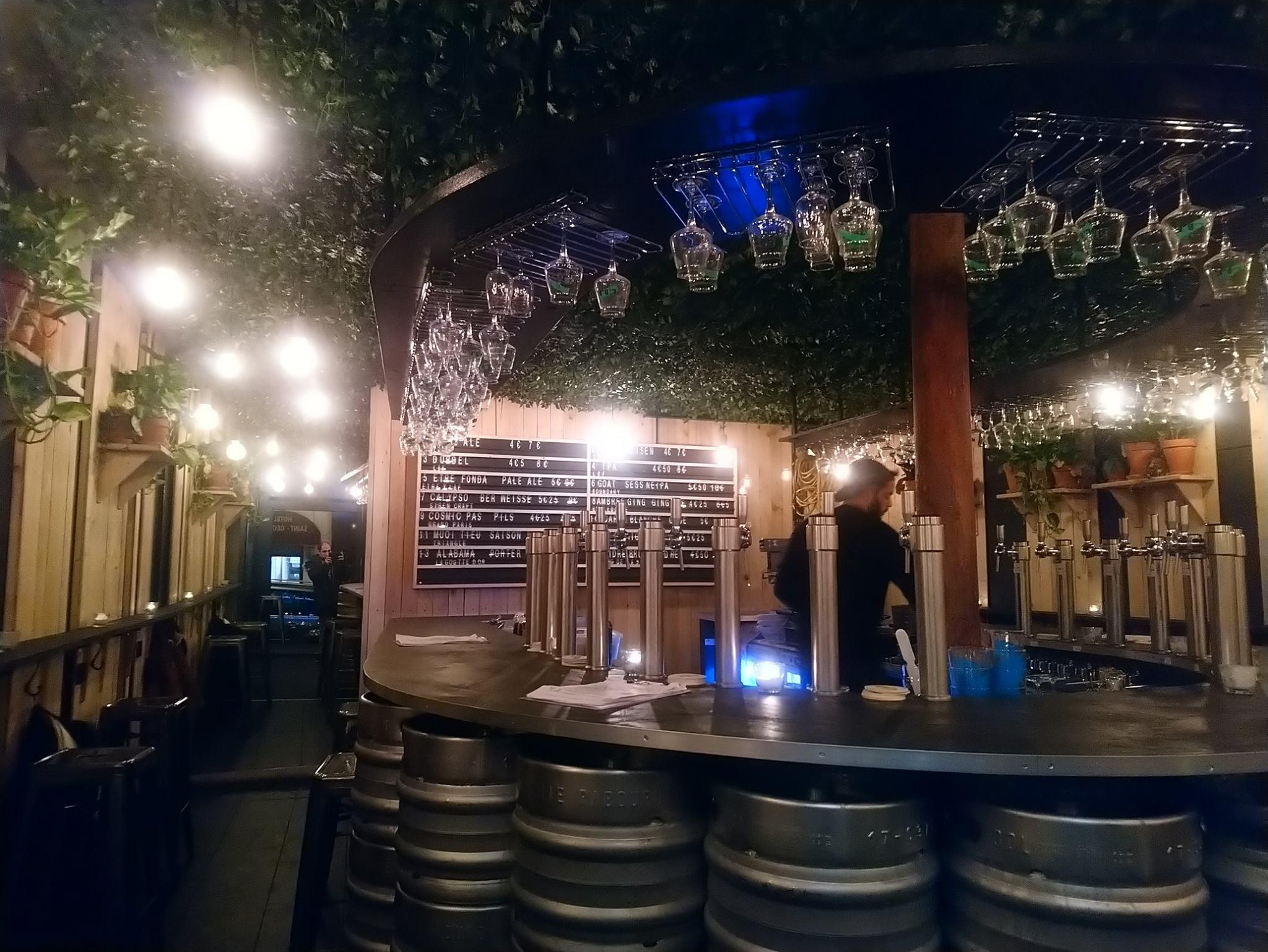 Le Bar Fondamental - Pigalle - Paris