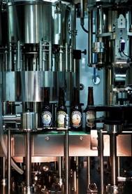 La tireuse possède une capacité de 2300 bouteilles par heure.