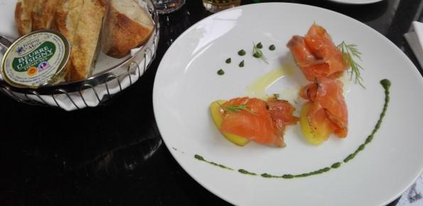 Gravlax de saumon, pommes à l'huile de citron