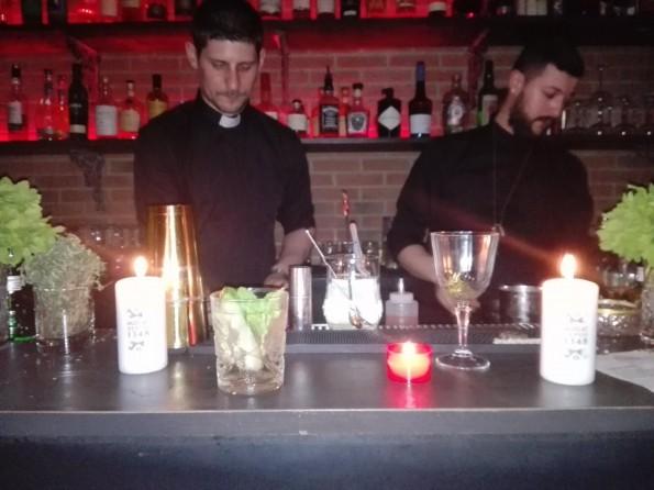 ... suivie d'un événement, deux jours plus tard, au Blaine Bar, un établissement secret à Paris; avec des cocktails à base de muscat.
