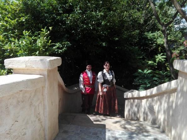 Les cast members prennent leur service dans la zone réaménagée aux abords de l'attraction.