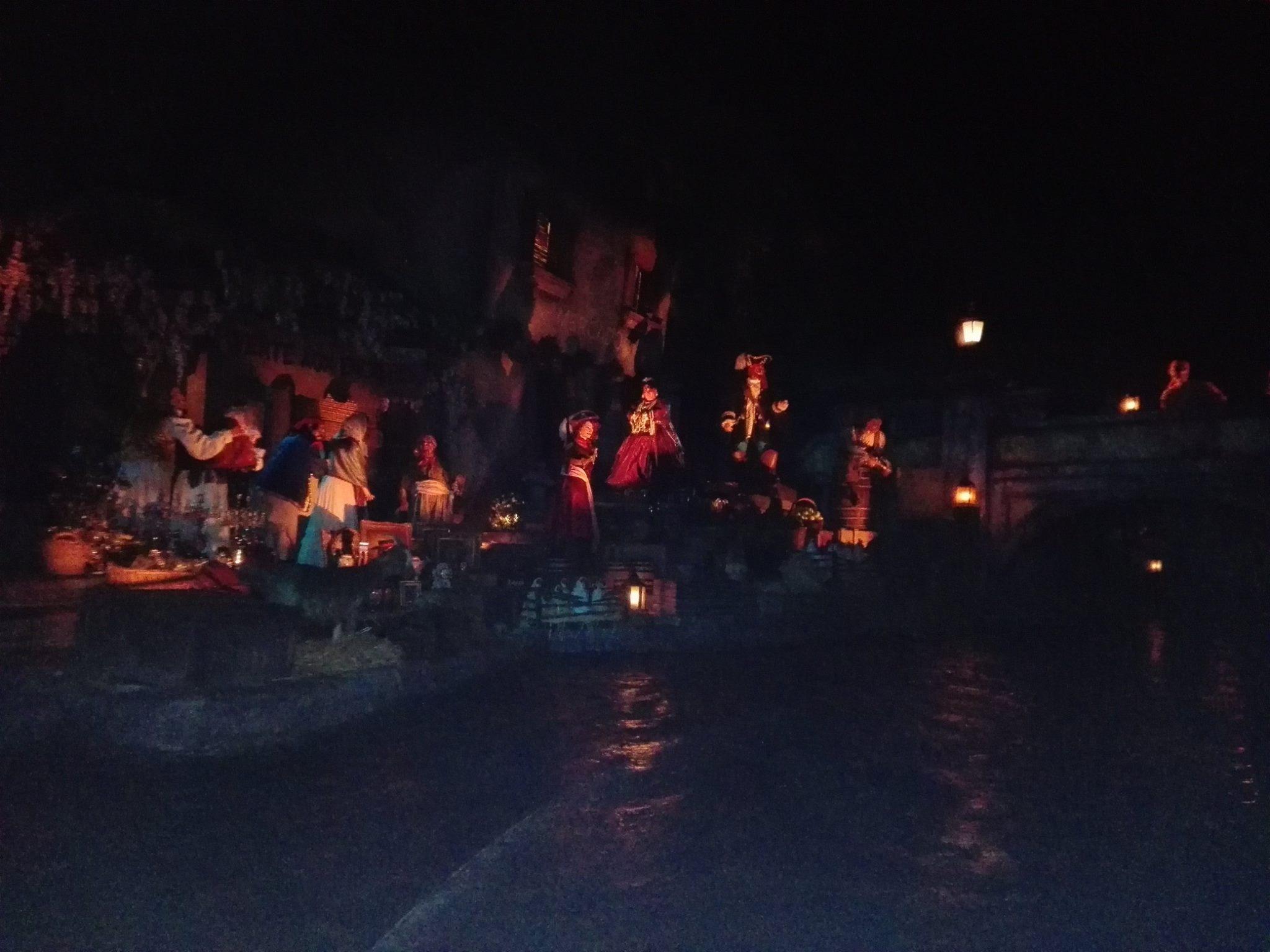 Scènes au village - Pirates des Caraïbes - Disneyland Paris