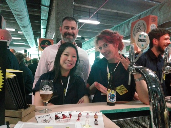 Paul Chantler (fondateur), Eugénie Mai-Thé (chef brasseuse) et Kate Hyde (responsable marketing), Frog
