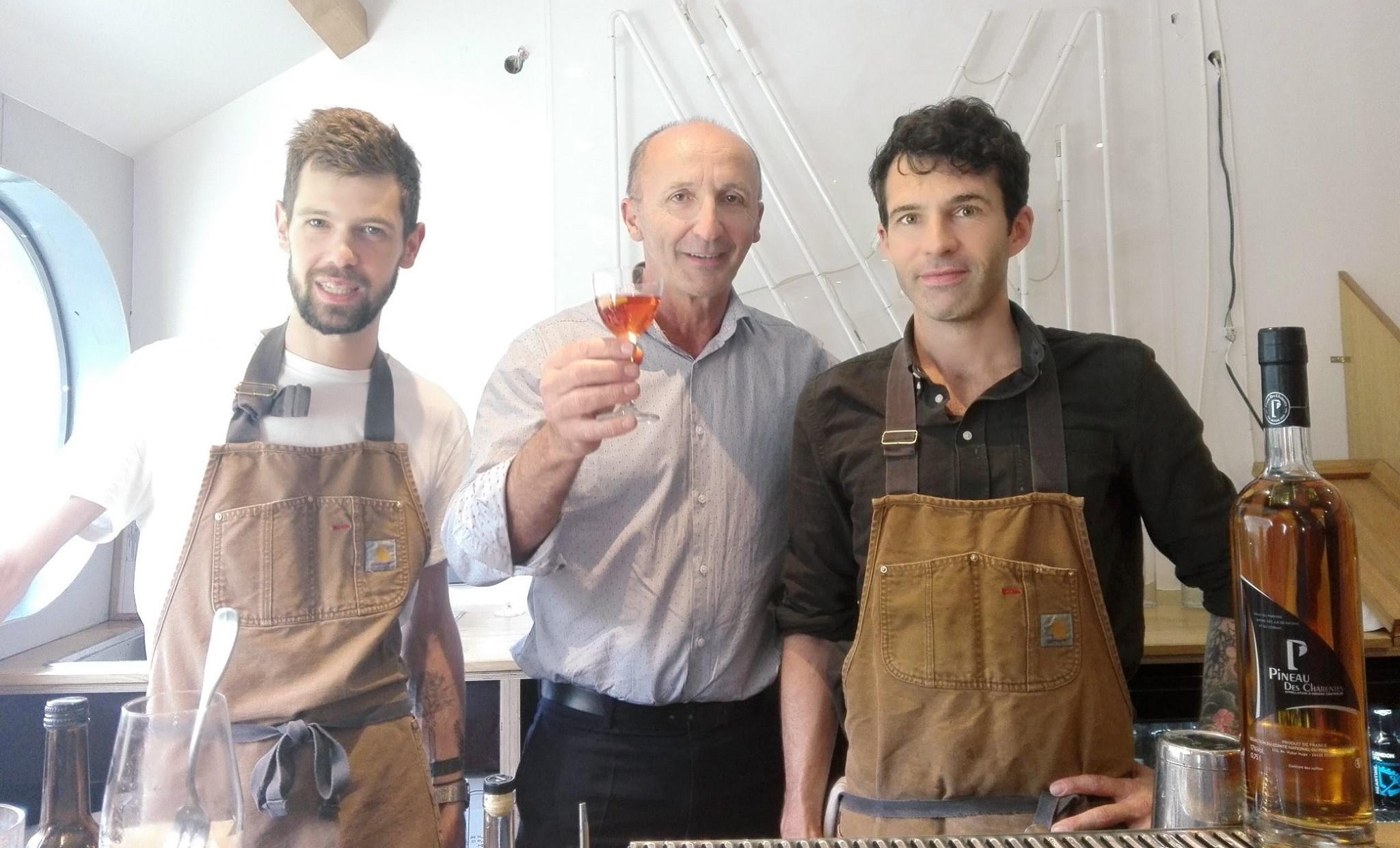 Jean-Marie Baillif (Pineau des Charentes) et des bartenders