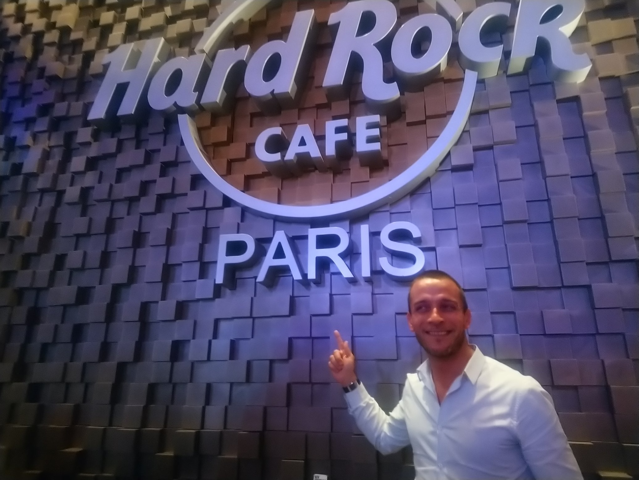 William Vincent, directeur marketing et commercial du Hard Rock Cafe Paris