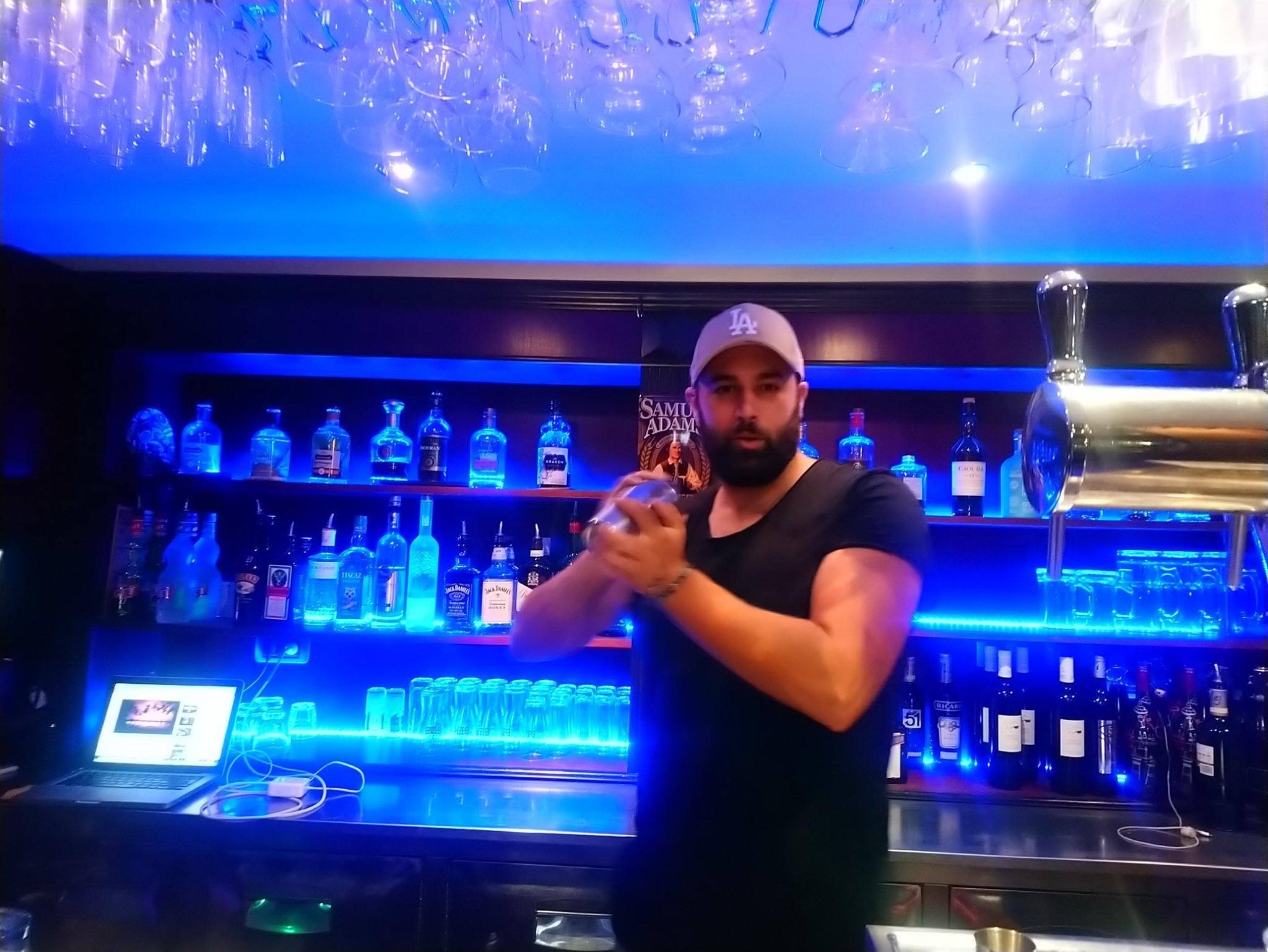 Millesim Pub Fréjus - Benjamin de Diego - Barman cocktails
