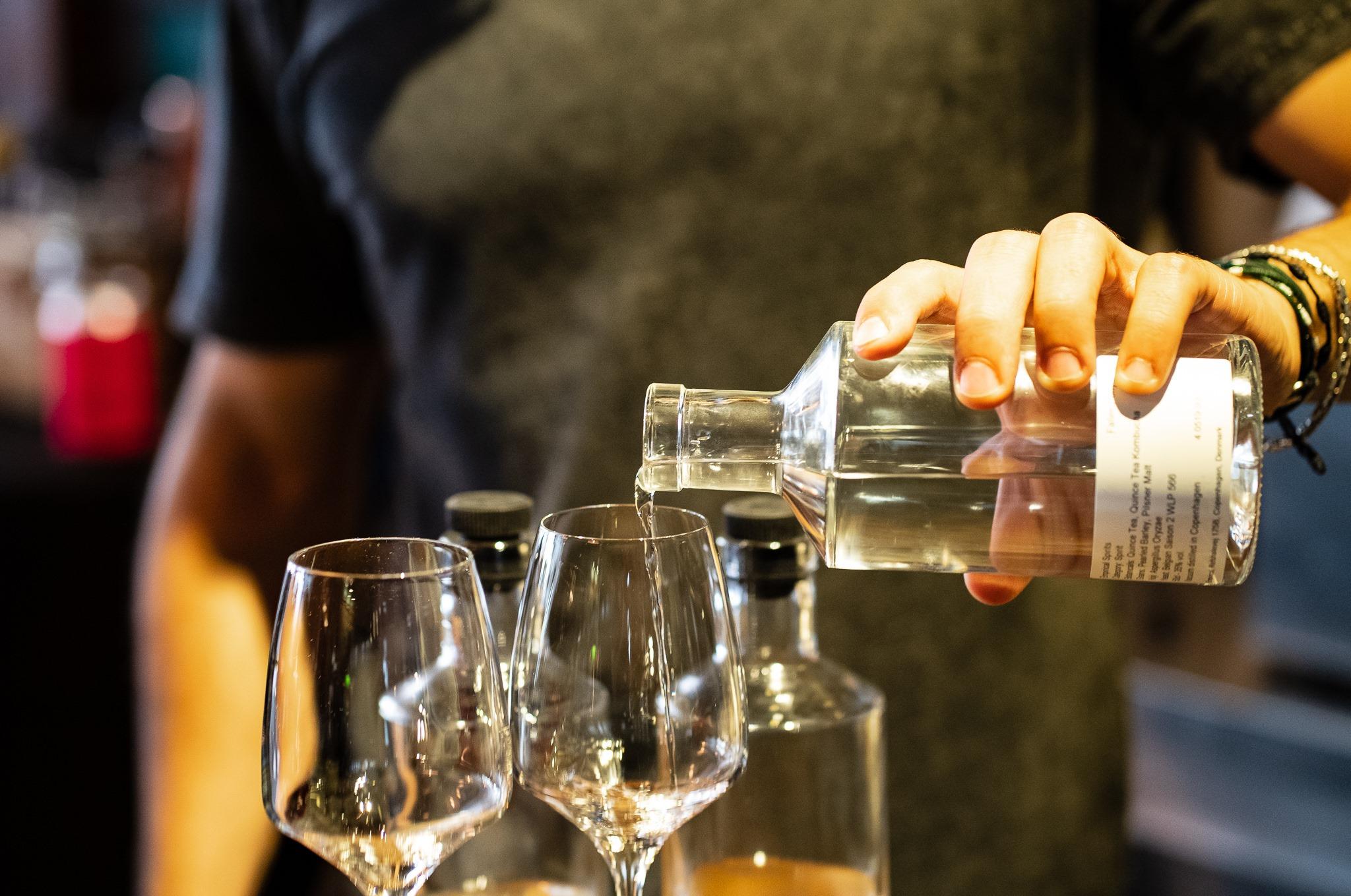 Empirical Spirits - Serveur barman spiritueux eau-de-vie