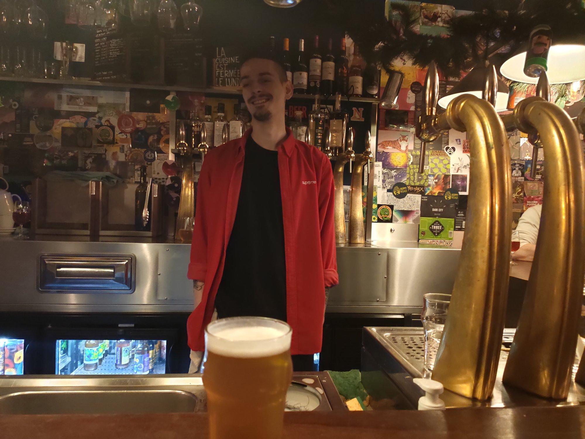 Ivan - Hoppy Corner - Bar à bière artisanale à Paris