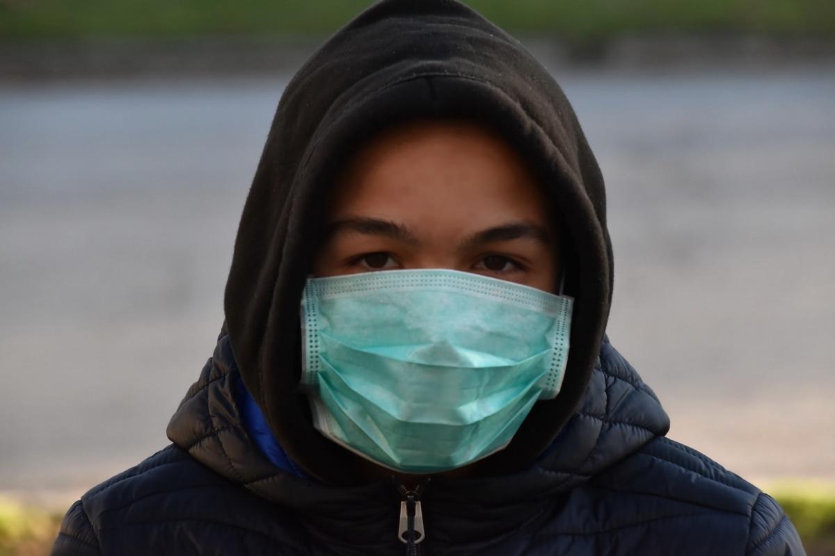 Masque FFP2 sur un homme - Coronavirus