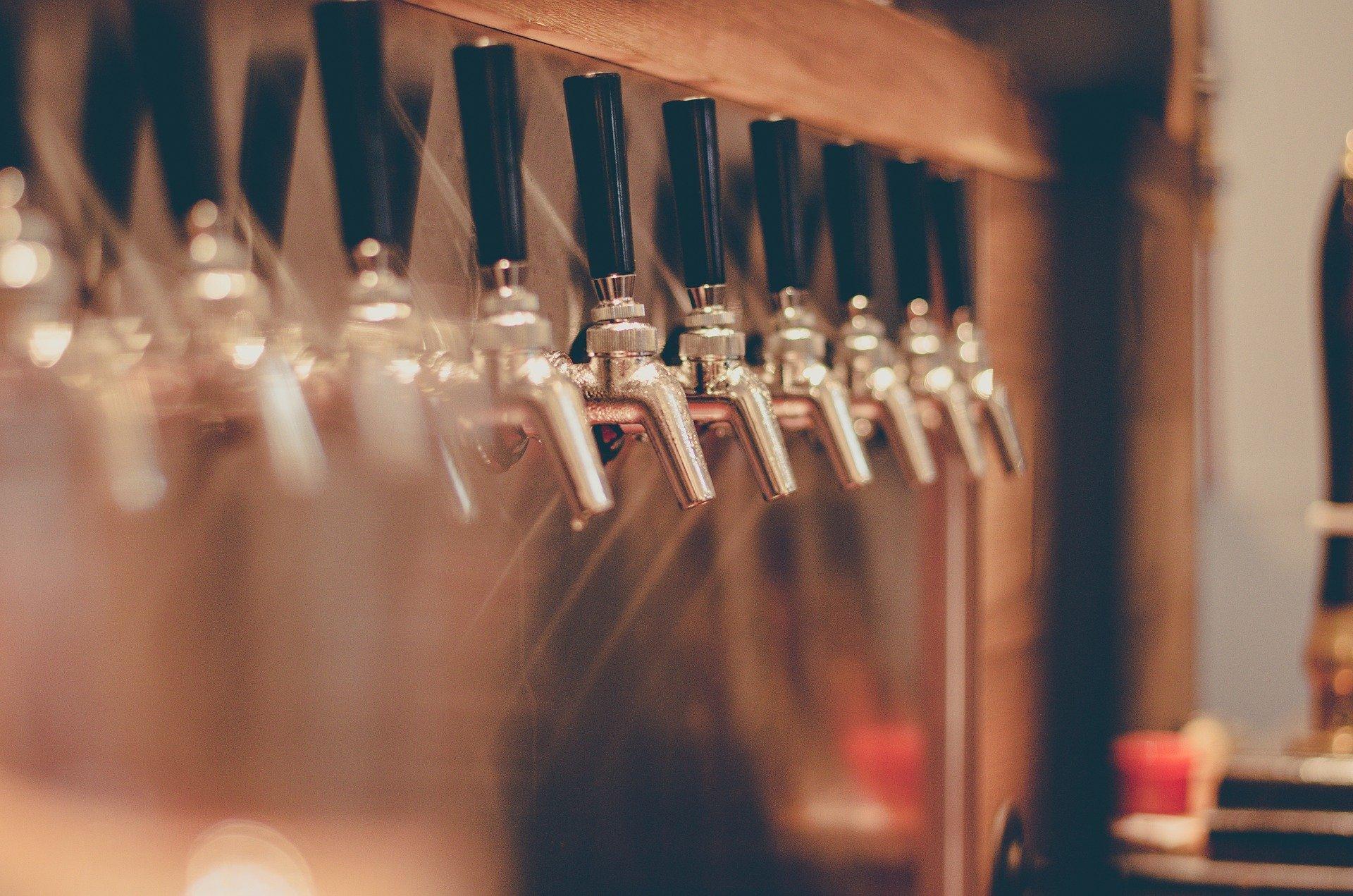 Ligne de bières pression au bar