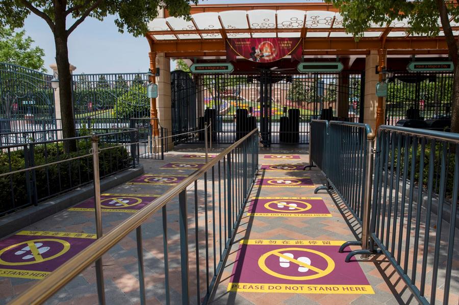 File d'attente distanciée à Disneyland