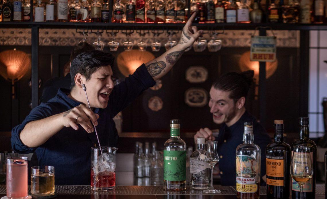 Adrian Nino et Christopher Belllail - Bar 1802