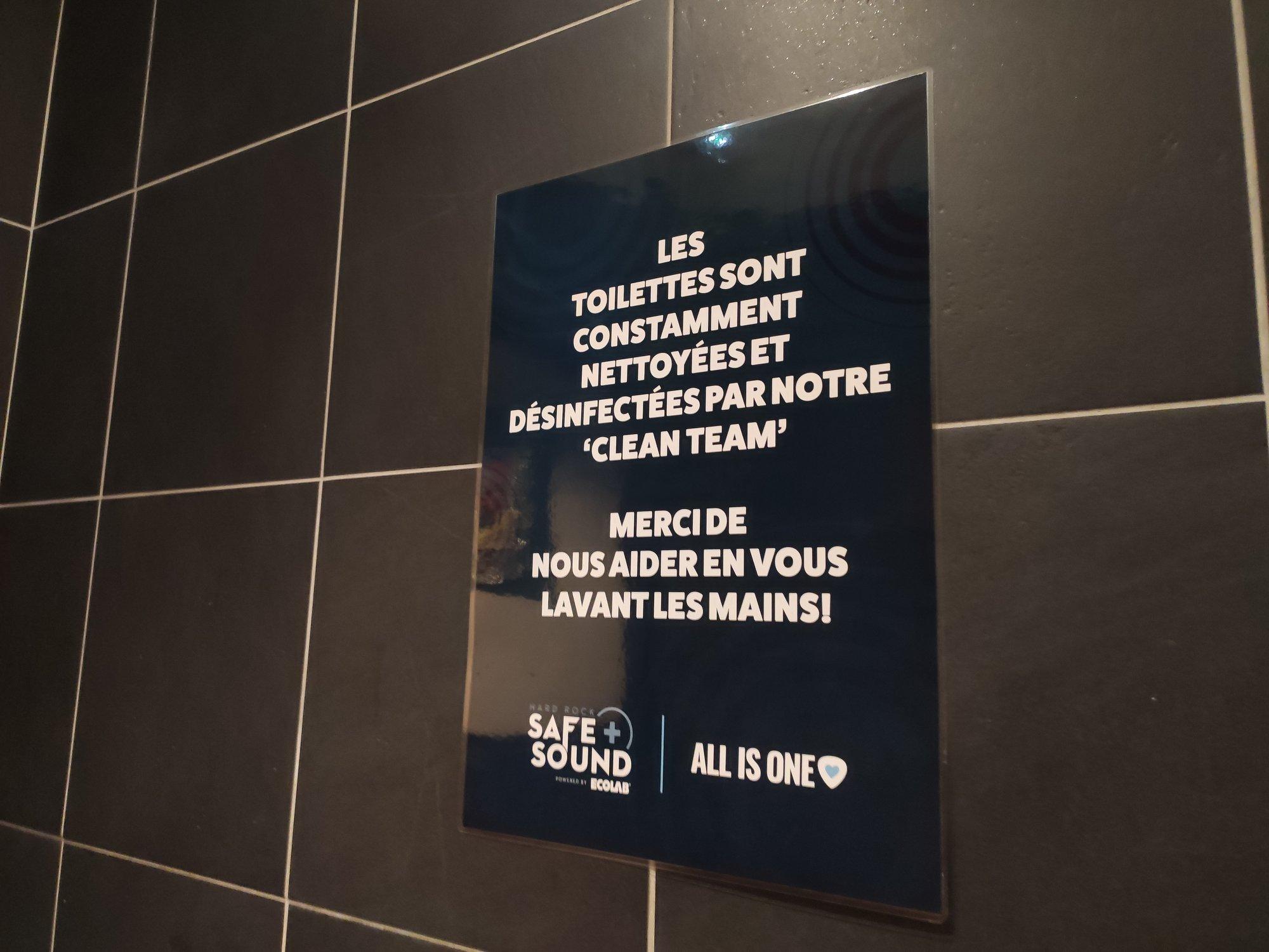 Hard Rock Cafe - Clean team