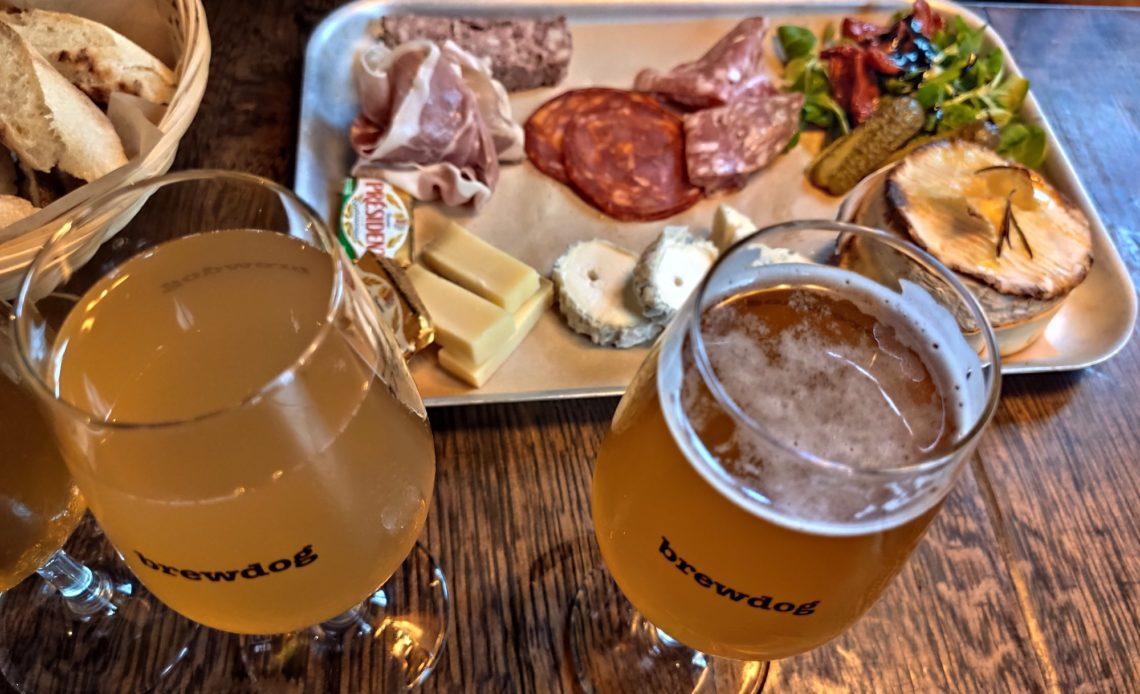 Bar BrewDog Paris - Planche mixte et bières