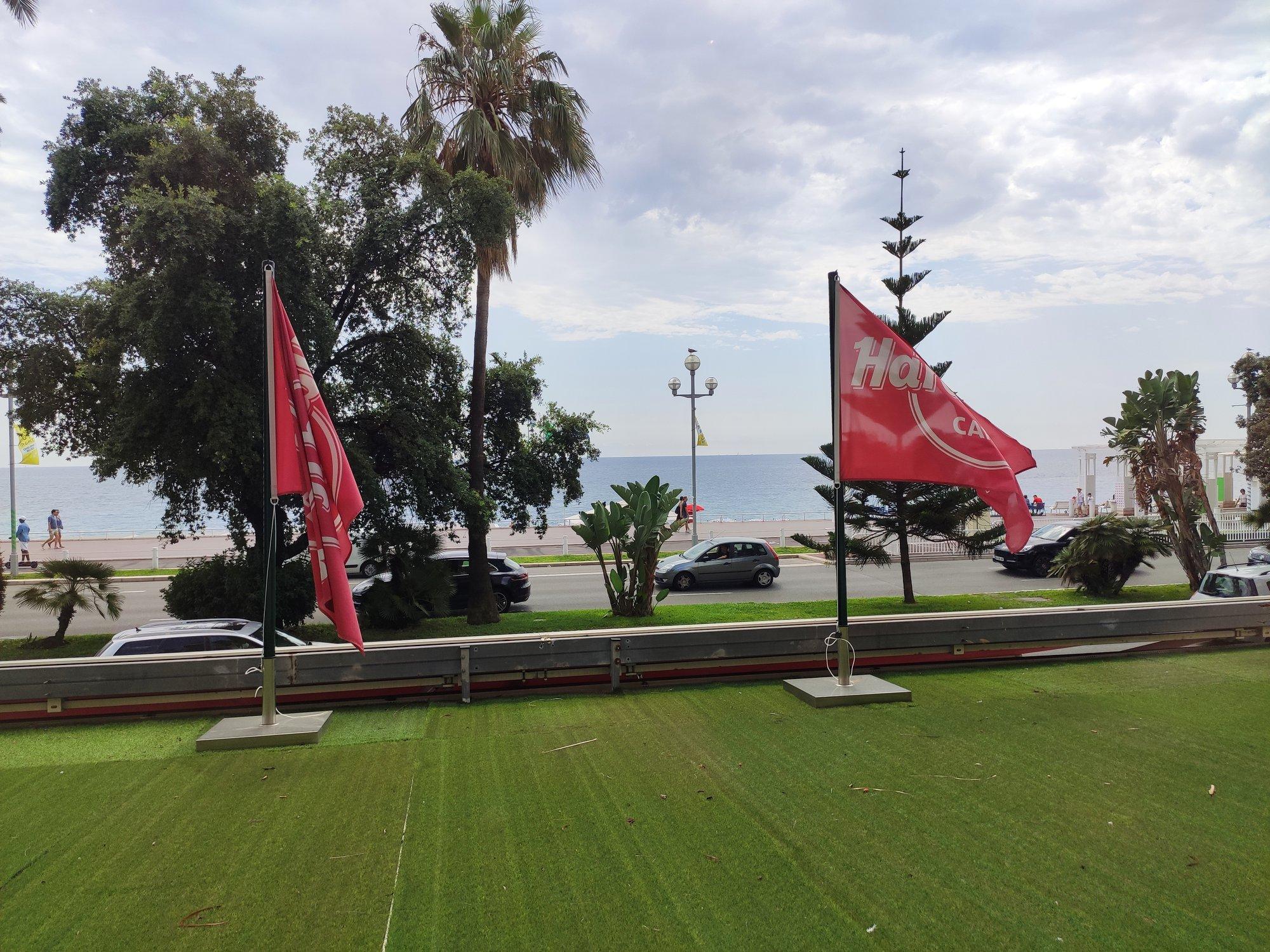 Hard Rock Cafe Nice - Nouveaux drapeaux