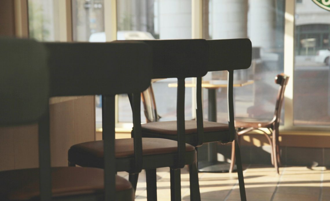 Chaises, bar, restaurant