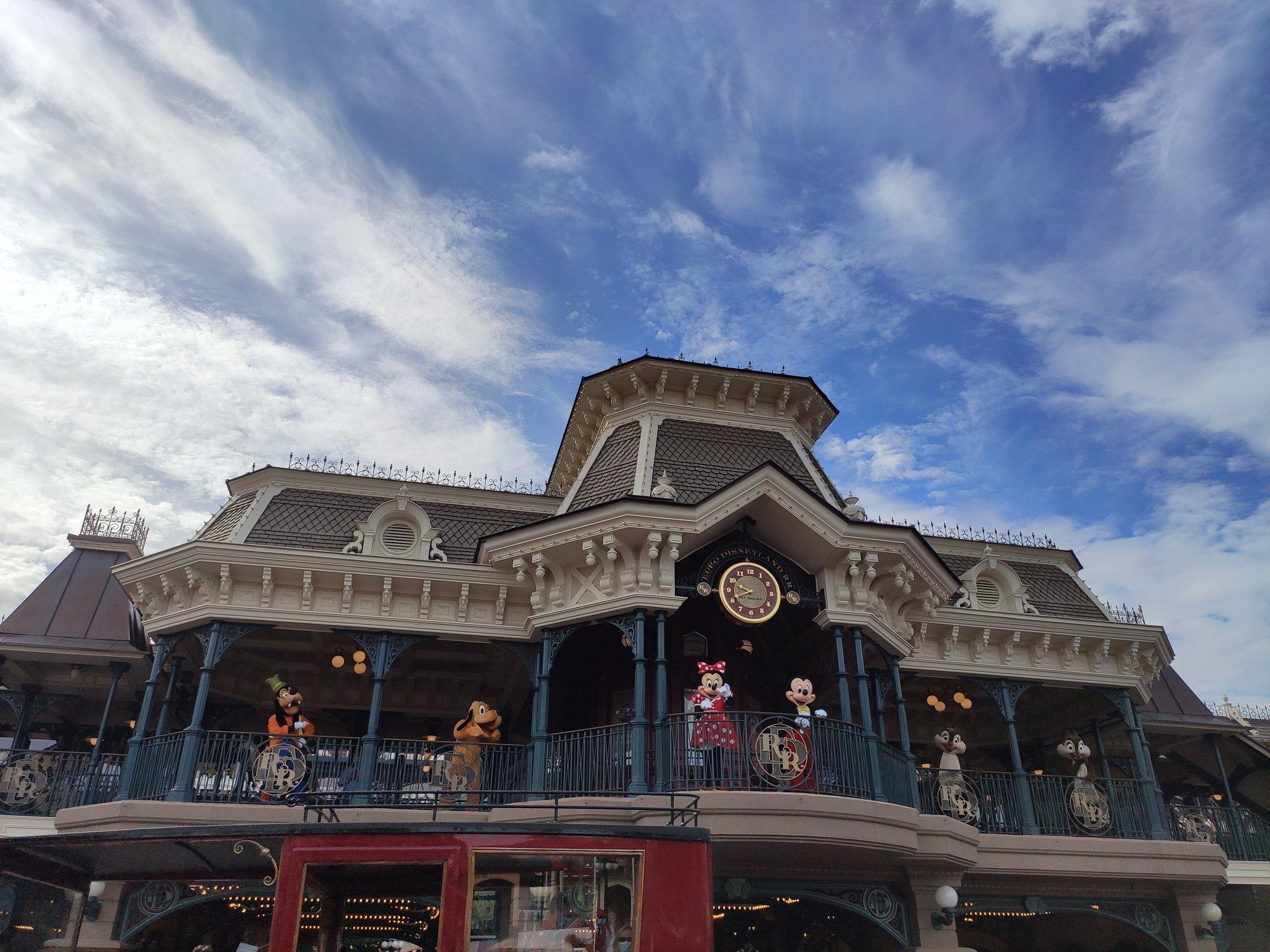 Disneyland Paris - Personnages Disney à la gare de Main Street