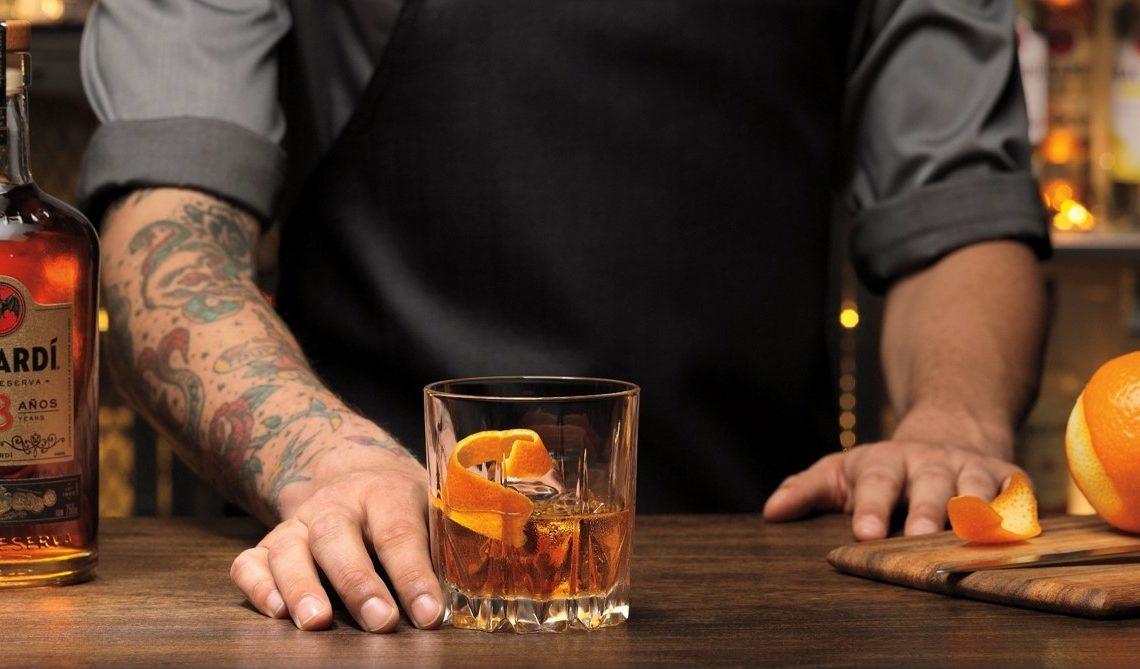 Bacardi avec un bartender hipster