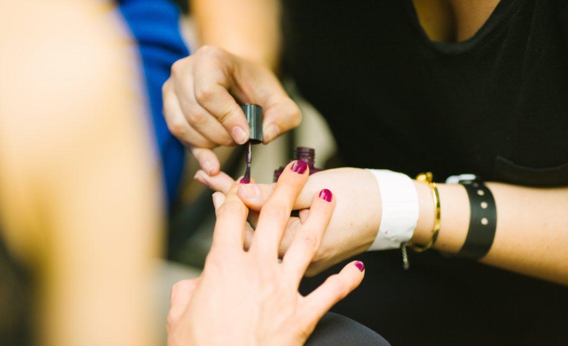 Esthéticienne à domicile - Soin des mains pas cher