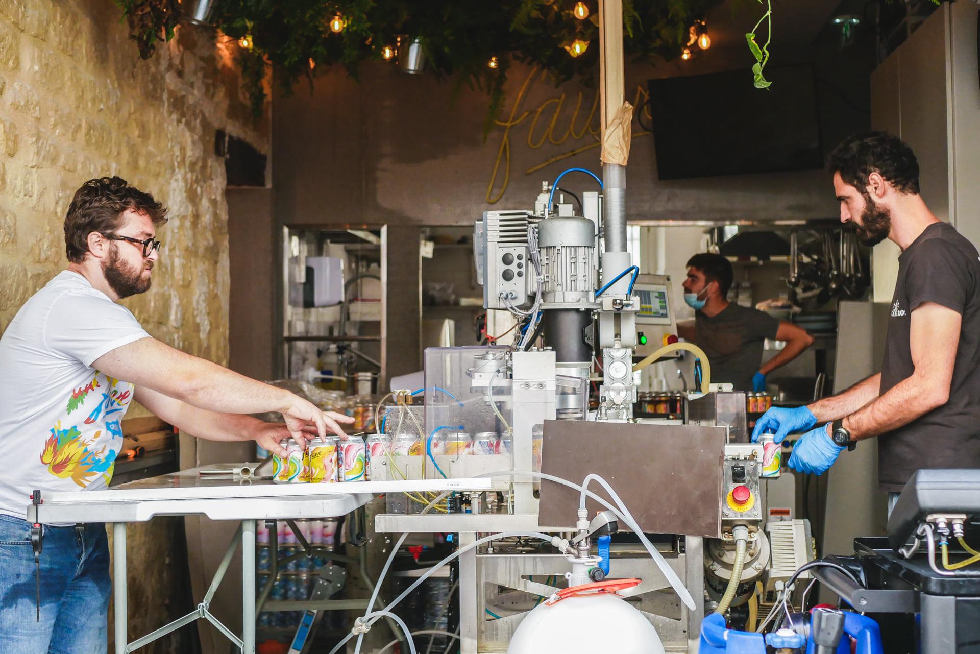 Fauve Craft Bière - Session de mise en canettes à Paris 11eme