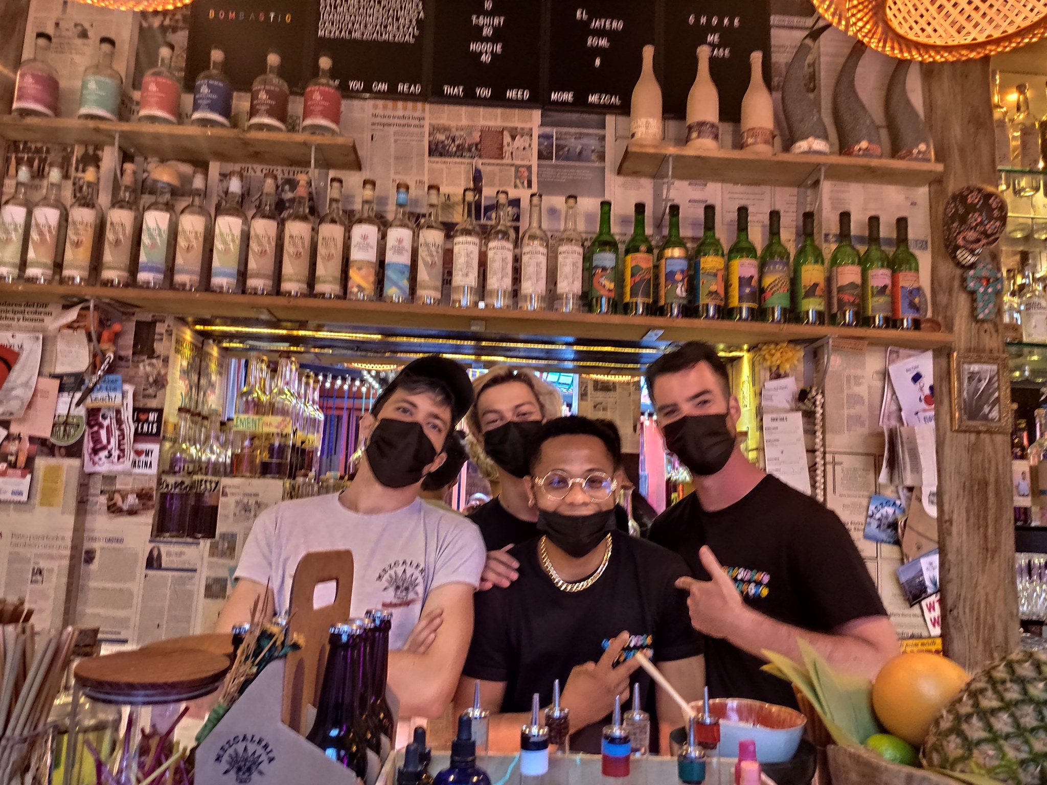 La Mezcaleria Paris - Equipe de barmans avec Mickael Kernoa