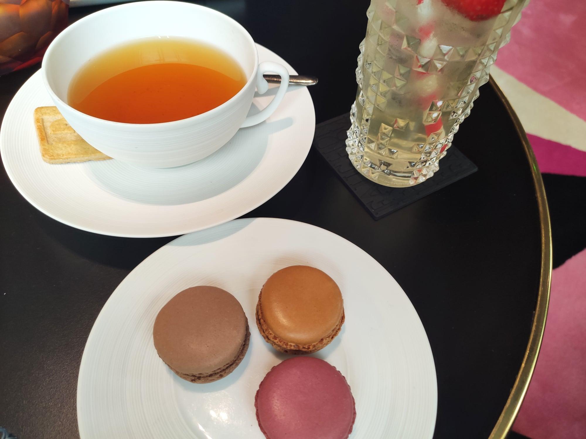 Macarons et mocktail au thé - Hôtel Fauchon