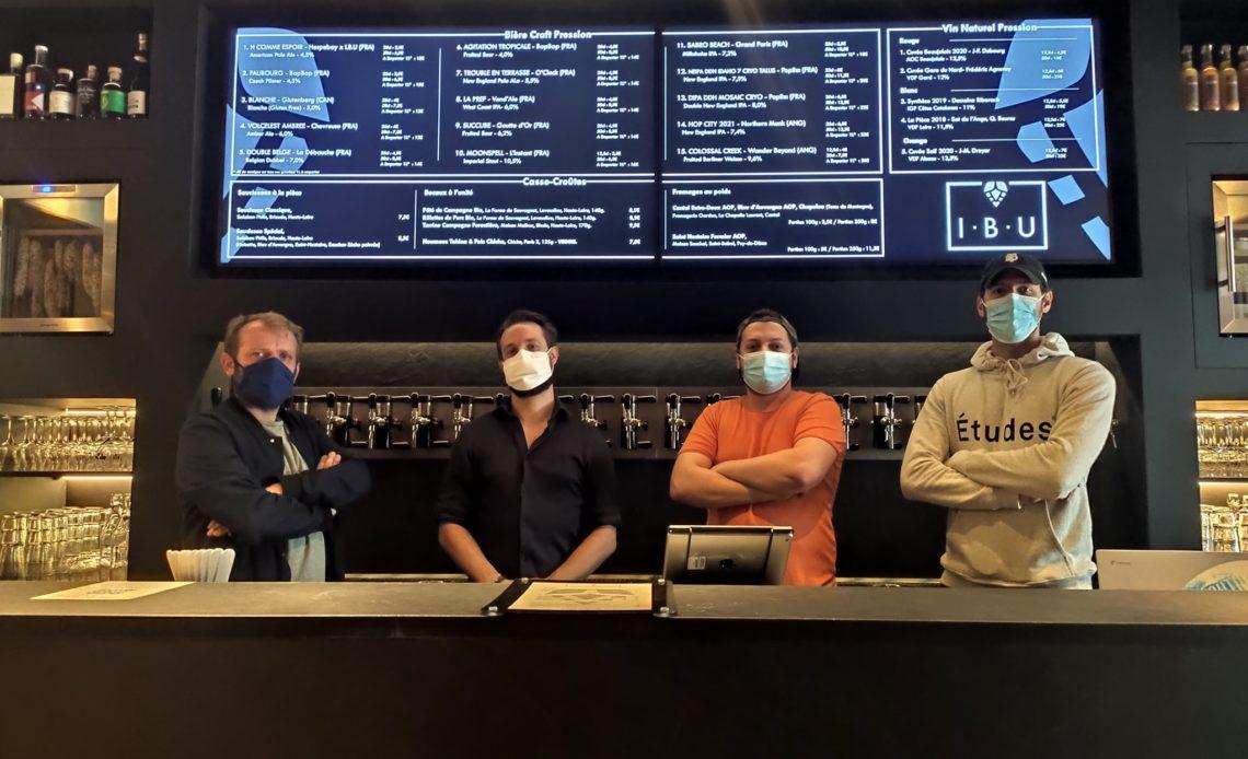 Equipe du bar à bières artisanales IBU Oberkampf