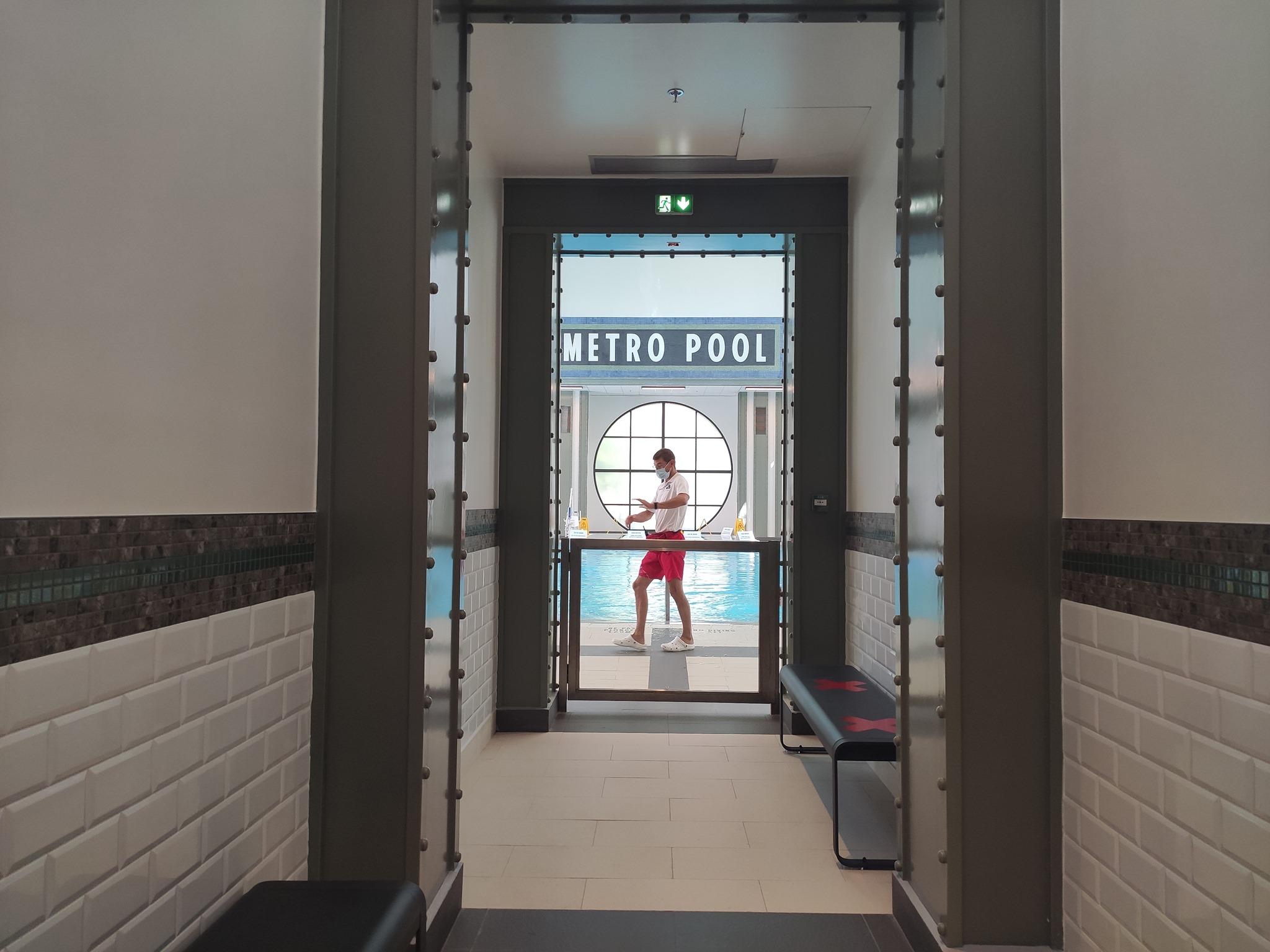 Piscine Metro Pool - Disney's Hotel New York - The Art of Marvel