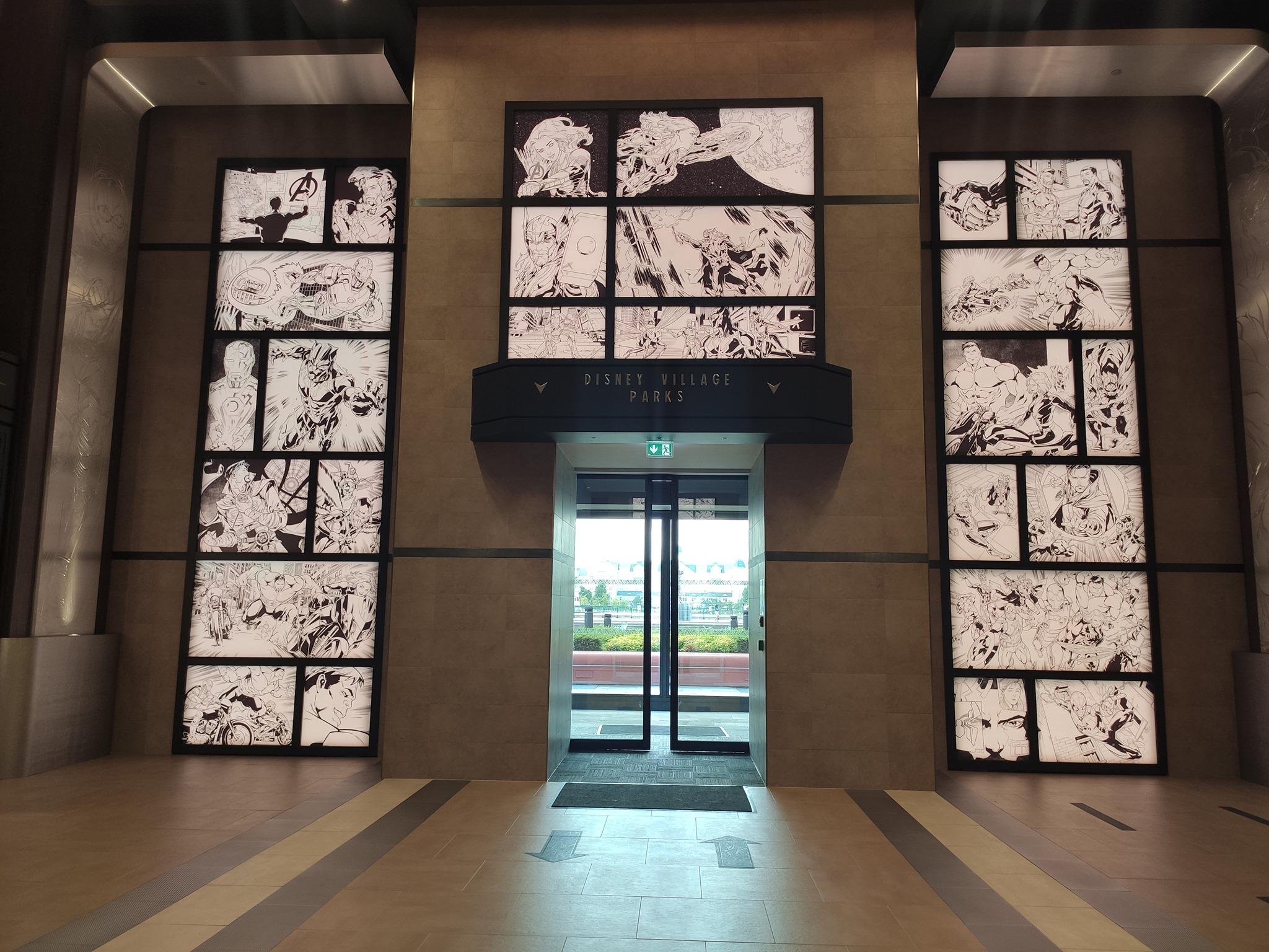BD dans le nouveau lobby - Disney's Hotel New York - The Art of Marvel
