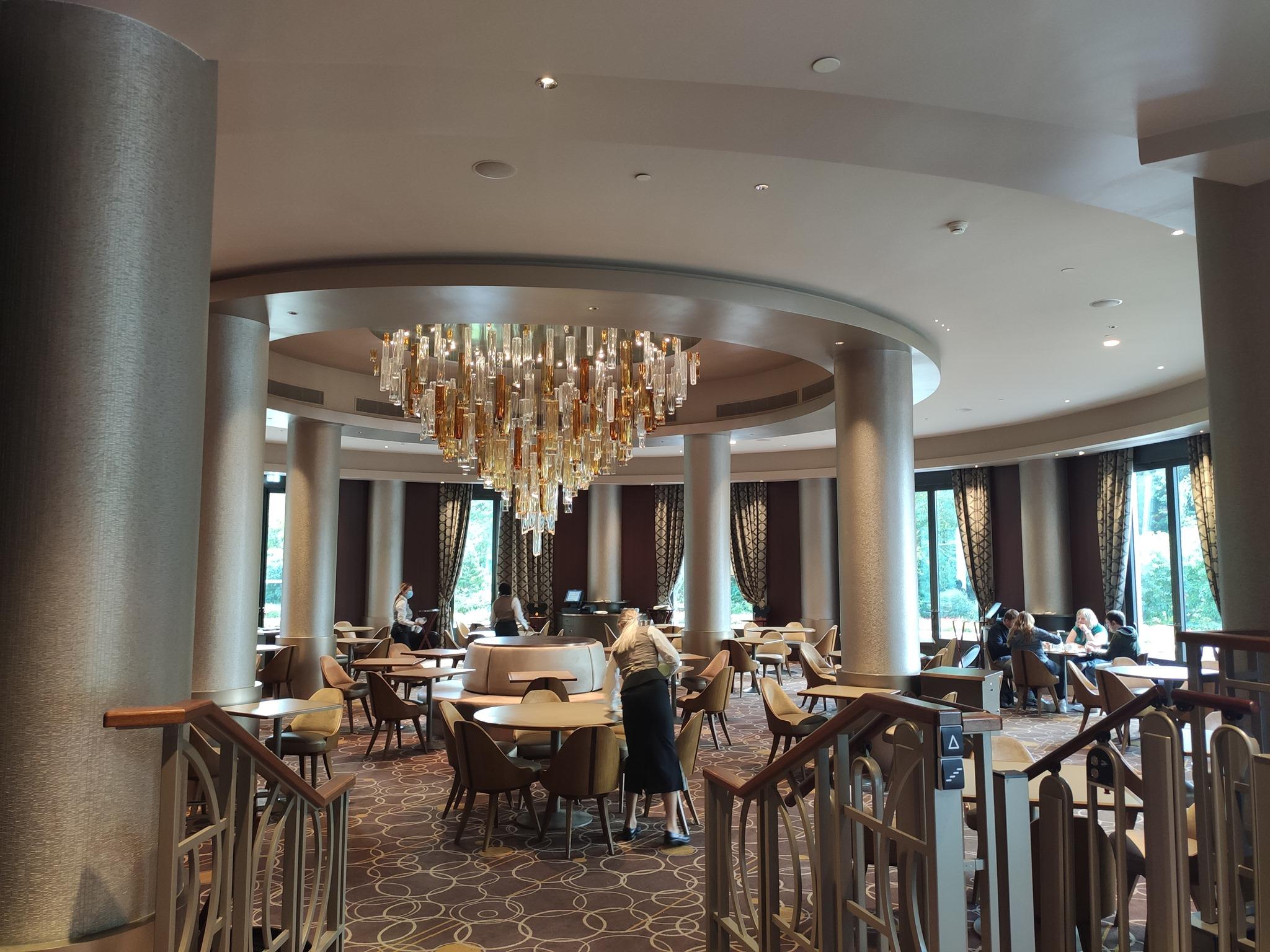 Manhattan Restaurant - Disney's Hotel New York - The Art of Marvel