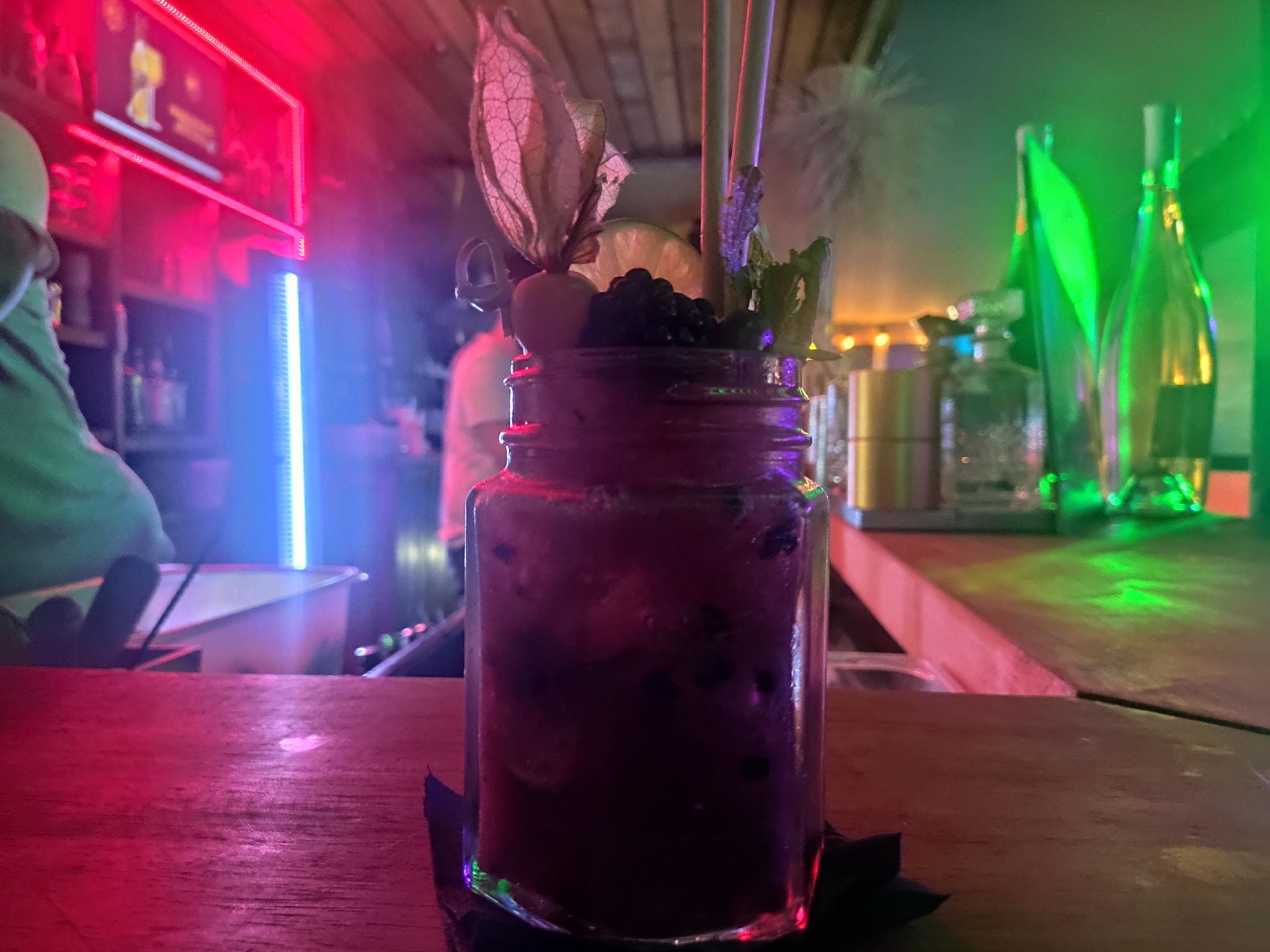 Blackberry - The 7Th Heaven - Bar de nuit cocktails rooftop - Fréjus