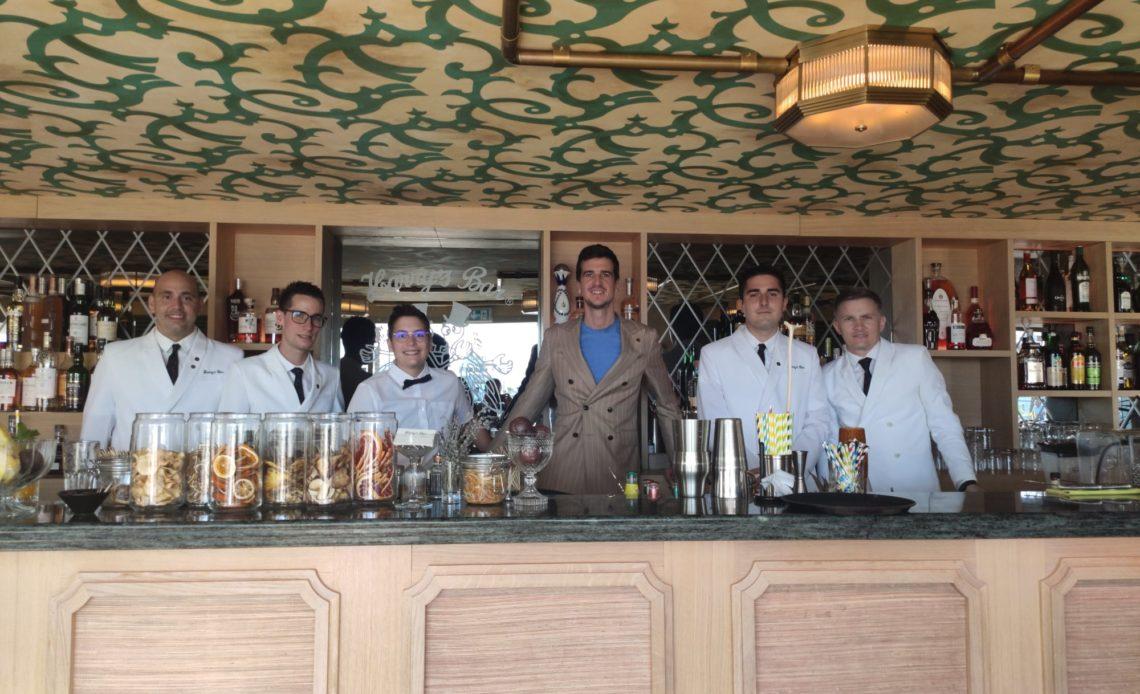 Franz-Arthur MacElhone et l'équipe du Harry's Bar Cannes